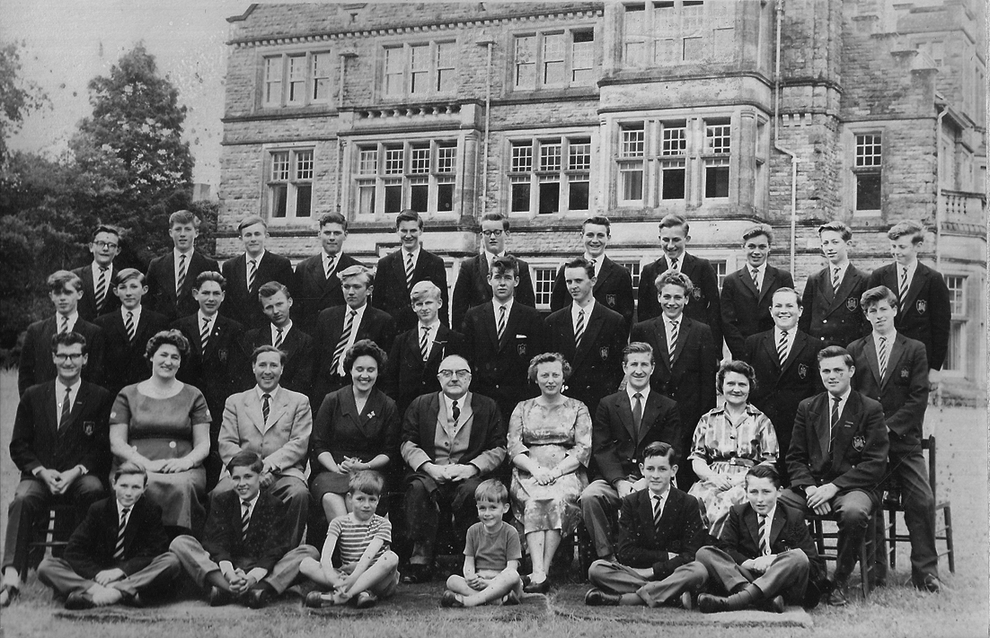 3 Bush House Pembroke Grammar School 1962 Students & Staff.jpg